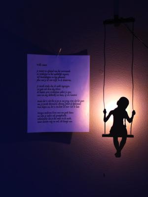 gedicht bij lamp, uit Wonderland